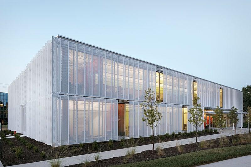 بازسازی نمای ساختمان با استرچ متال